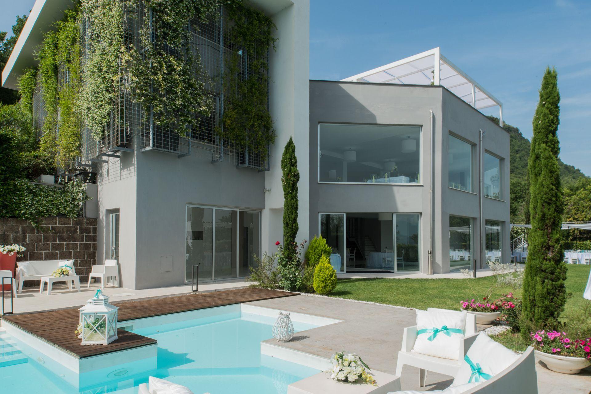 Villa giordano wedding events location moderna per il for Villa moderna